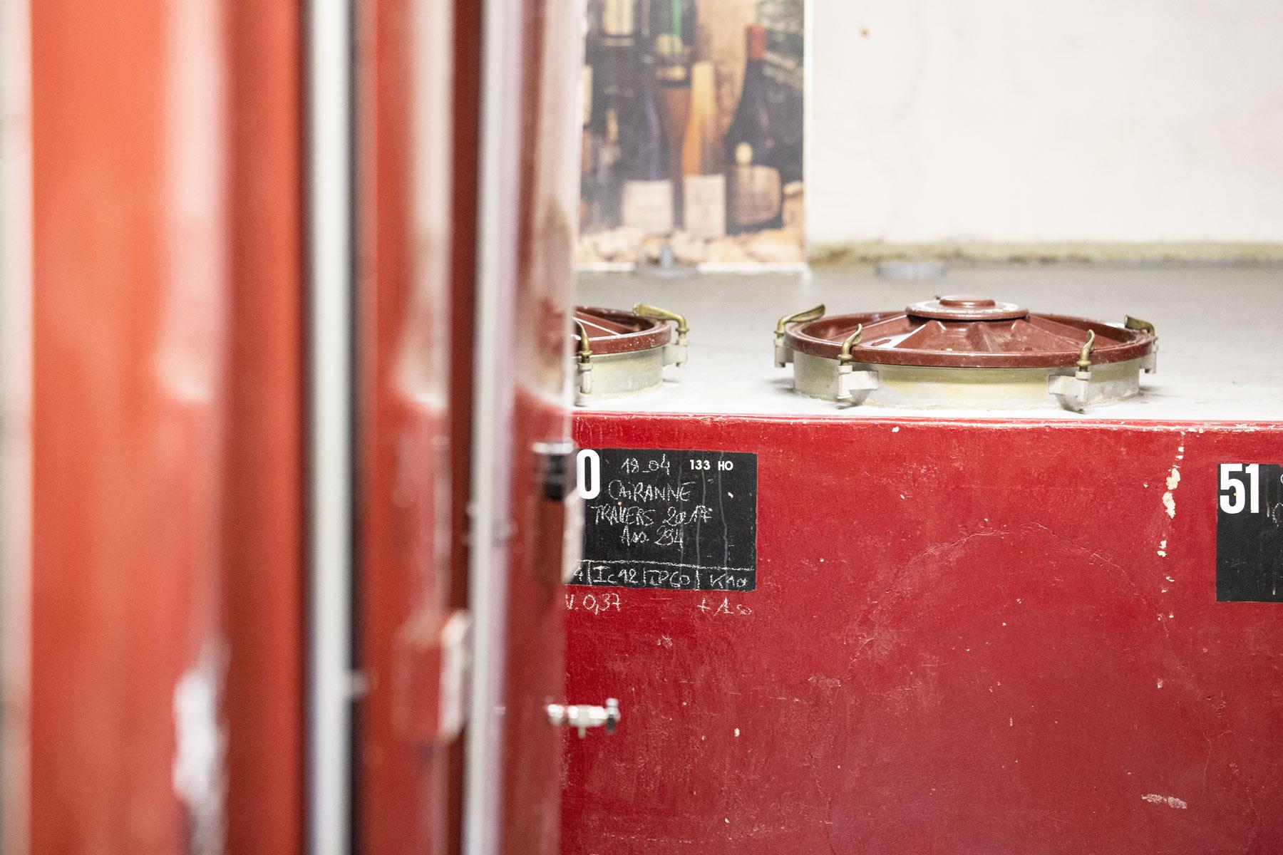 Der erste Weintank auf Brusset: vom Großvater in den 1950er Jahren im alten Teil des Kellers eingerichtet.
