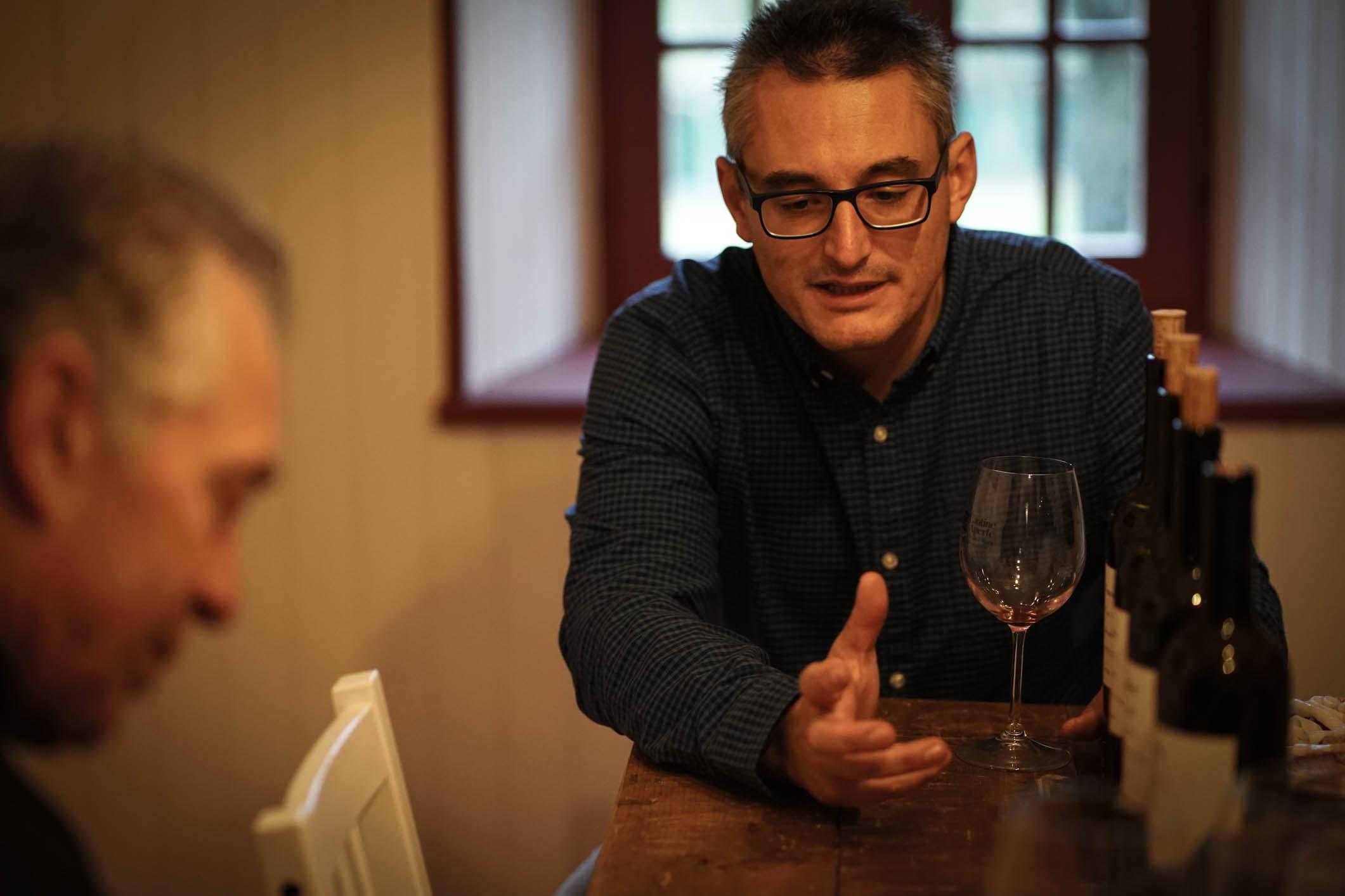 Nadir Cunéaz in seinem Element: dem Wein aus dem Aostatal