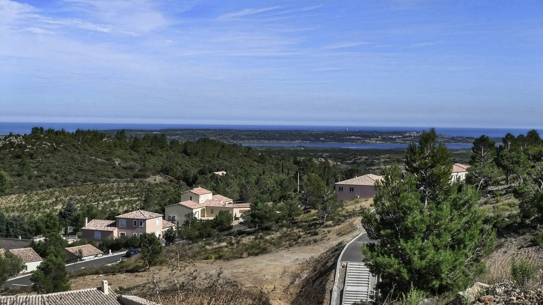 Bourboulenc wird im Languedoc und Roussillon mit Meeresblick angebaut