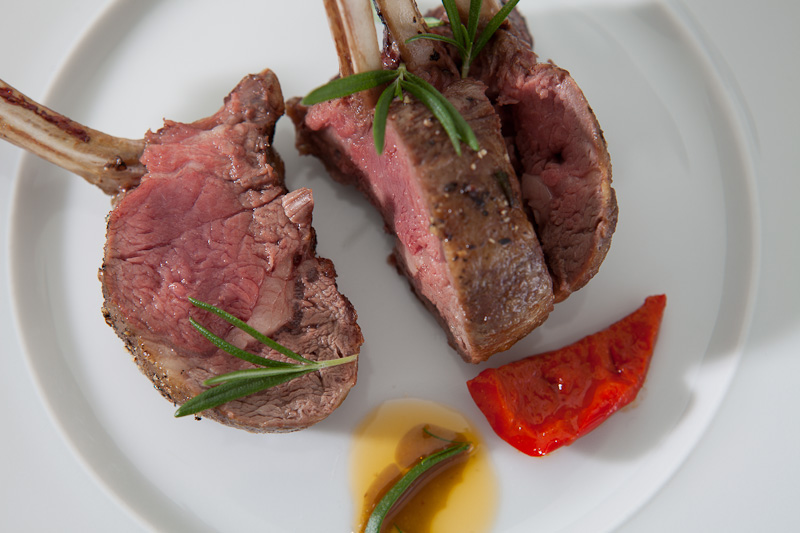 Zart rosa gegartes Fleisch hat so feine Aromen wie dieser Weintyp und die Tannine passen zu dem Fleisch